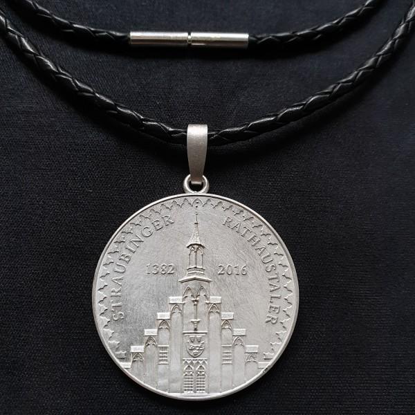 Straubinger Rathaustaler Schmuck-Anhänger Silber mit Lederband